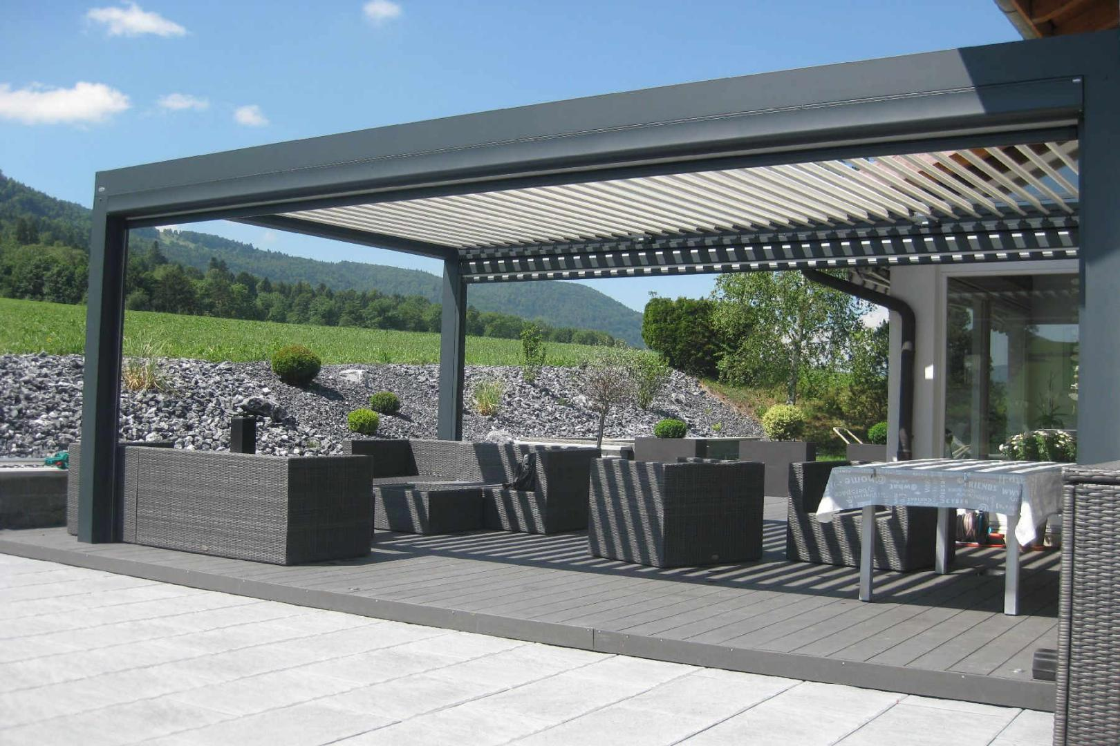 pergola lame orientable biossun dans le jura jura. Black Bedroom Furniture Sets. Home Design Ideas